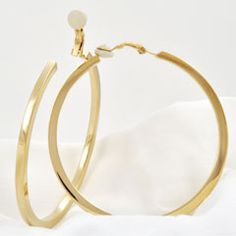 Slim and sleek Creoles Gold Clip with fine edges