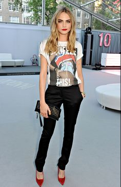 7 Times Cara Delevingne Made Crazy Outfits Look Cool Hipster Fashion Style, Look Fashion, Curvy Fashion, Fashion Details, Daily Fashion, High Fashion, Mode Chic, Mode Style, Lingerie Look