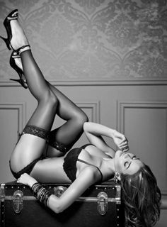 Boudoir Photography - Portrait - Lingerie - Black and White - Pose Idea / Inspiration