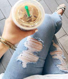 Easy like Sunday morning  sweet @chloeandisabel.megan bangles, frayed skinnies, plain white tee & LOTS of coffee ☕️ #weekendwardrobe #SBmeetsCI #styledsunday #serendipityboutique859