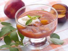 Plum Soup with Cinnamon and Cloves Vegan Gluten Free, Vegan Vegetarian, Queso Ricotta, Fruit Soup, Jewish Recipes, Hungarian Recipes, Prune, Pasta, Izu