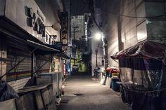 Alleyway in Seoul. #seoul #korea #southkorea #alley #city #street #nikon #nikond3000 #photography #서울 #한국 #길 (by liisulens)