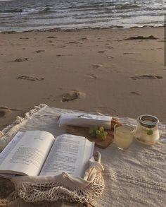 Beach Aesthetic, Nature Aesthetic, Book Aesthetic, Summer Aesthetic, Travel Aesthetic, Aesthetic Pictures, Summer Dream, Jolie Photo, Beach Day