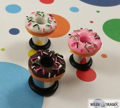 ♪ Cute resin donut plugs, mounted on surgical stainless steel single flare tunnels. Available in chocolate, vanilla and strawberry. Ear Piercings Gauges, Body Peircings, Gauges Plugs, Body Jewelry Piercing, Body Jewellery, Ear Jewelry, Jewlery, Expansion, Tunnels And Plugs
