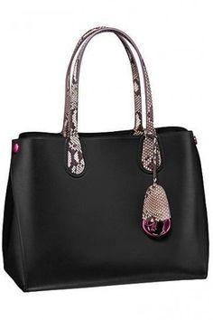 Handbag nera con manici rettile Christian Dior  #hobohandbags2017 hobo handbags outfit #RealLeatherHandbags
