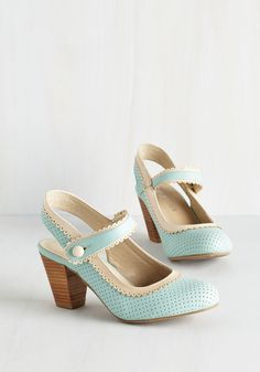 Be Bright There! Heel in Mint by Chelsea Crew – Blue, White, Solid, Buttons, Sca… - Dekodeko 1950s Fashion Shoes, 1940s Shoes, Pastel Shoes, Blue Shoes, Crazy Shoes, Me Too Shoes, Vintage Heels, Retro Vintage, Vintage Style