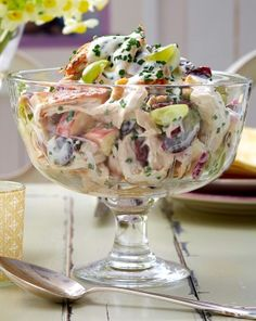 The recipe for Fruity Chicken Salad and other free recipes at LECKER.de The recipe for Fruity Chicken Salad and other free recipes at LECKER. Chicken Salad Recipes, Healthy Salad Recipes, Salad Chicken, Dried Beans, Fiber Foods, Greens Recipe, How To Make Salad, Fresh Vegetables, Food Preparation