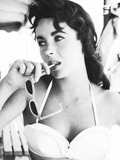 Elizabeth Taylor - Style Icon! She so stunning <3 Vintage summer sunglasses.
