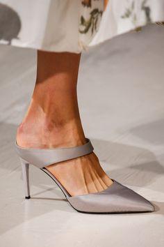 Oscar de la Renta Stiletto 2018 #stiletto #shoes #sandal #fashion #vanessacrestto #style #oscardelarenta Photo: Marcus Tondo