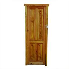 Puerta Cod. 2884 -  Puerta tablero interior de madera pino tea, de dos pulgadas de espesor de hoja. Es mano derecha de abrir. No incluye cerradura ni picaportes.