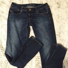 Skinny Jeans Size 10 long. Medium to dark wash. Great condition. Skinny. Inseam is 31.5 inches American Eagle Outfitters Jeans Skinny