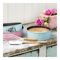 Luftig sukkerbrød ) Delicious Cake Recipes, Yummy Cakes, Baking, Tableware, Desserts, Drink, Decoration, Food, Tips
