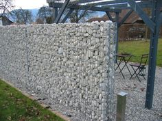 Stone wall as an eye-catcher and privacy in the garden - 40 ideas Gabion Fence, Gabion Wall, Natural Stone Wall, Natural Stones, Marble Fence, Building A Stone Wall, Garden Stones, Concrete Wall, Stone Art