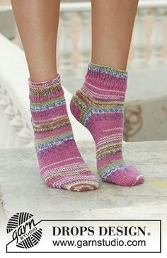 Lady flamingo / DROPS – free knitting patterns by DROPS design – Best Knitting 2020 Loom Knitting, Knitting Socks, Knitting Patterns Free, Free Knitting, Crochet Patterns, Free Pattern, Crochet Socks, Knitted Slippers, Wool Socks