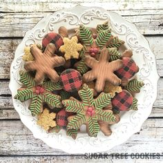 Rustic Christmas/winter pine and wood grain decorated cookies | Sugar Tree Cookies