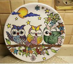 Aprende la técnica de cómo pintar en platos paso a paso ~ cositasconmesh Painted Plates, Hand Painted Ceramics, Ceramic Plates, Plates On Wall, Ceramic Pottery, Pottery Painting, Ceramic Painting, Ceramic Art, Mirror Painting