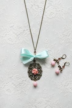 Feminine, special & chic mint green and coral necklace & earrings