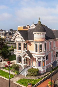 1889 Victorian Mansion For Sale In Eureka California — Captivating Houses Mansions For Sale, Old Mansions, Style At Home, Beautiful Buildings, Beautiful Homes, Eureka California, Old House Design, Casa Retro, Victorian Style Homes