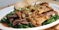 Dit recept heb ik van mijn favoriete Chinese chef: Ching He Huan. Zij heeft op de BBC een programma, Chinese Food Made Easy, en dat is precies wat ze doet: authentieke Chinese gerechten maken die heel makkelijk zijn. En die vooral makkelijk zijn als je de basis ingrediënten van mijn vorige post in huis hebt....lees meer »