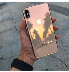 iPhone XS Max - Gold (Credit Tri Doan Great shot) Source by obeloussova Iphone 4, Apple Iphone, Coque Iphone 7 Plus, Iphone Phone Cases, Telefon Apple, Telephone Iphone, Apple 5, Ios Apple, Apple Watch