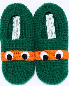 Who is your favorite TMNT? These super comfy slippers feature a double layered sole for added comfort and warmth. Elastic is stitched arou Crochet Crafts, Crochet Projects, Knit Crochet, Crochet Home, Kids Slippers, Knitted Slippers, Crochet Baby Beanie, Crochet Baby Booties, Crochet Stars