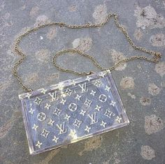 Luxury Purses, Luxury Bags, Sacs Louis Vuiton, Aesthetic Bags, Jewelry Accessories, Fashion Accessories, Sacs Design, Accesorios Casual, Cute Purses