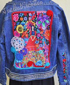 Veste en jean taille 46, revisitée mexicano-hyppie, pour ceux qui aiment l'originalité ! Vera Bradley Backpack, Transformers, Jeans, Couture, Etsy, Fashion, Scrappy Quilts, Jean Jacket Vest, Jackets