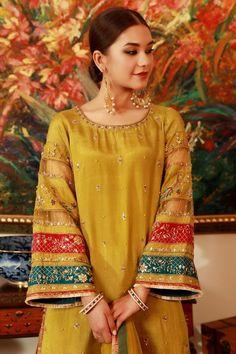 Latest Pakistani Dresses, Pakistani Fashion Casual, Pakistani Bridal Dresses, Pakistani Dress Design, Muslim Fashion, Party Wear Indian Dresses, Dress Indian Style, Fancy Dress Design, Stylish Dress Designs