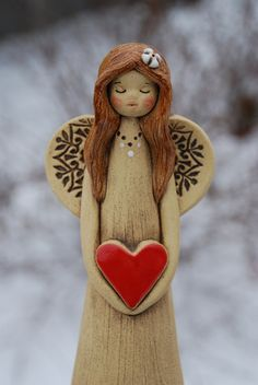 Keramický anděl se srdíčkem / Zboží prodejce malina11 | Fler.cz Clay Wall Art, Clay Art, Pottery Painting, Pottery Art, Clay Projects, Clay Crafts, Polymer Clay People, Salt Dough Christmas Ornaments, Pottery Angels