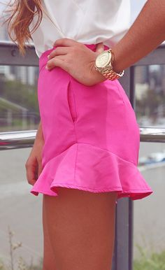 Frilly shorts just like Barbie ; Preppy Mode, Preppy Style, Style Me, Passion For Fashion, Love Fashion, Teen Fashion, Womens Fashion, Neon Shorts, Baby Shoes
