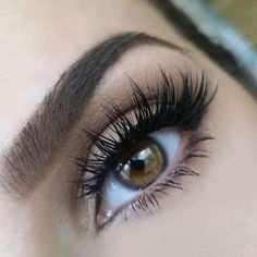 If this is your first time wearing falsies, don't go for a dramatic look. #falseeyelashes #makeup #eyemakeup #falsies