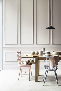 """""""Boiserie"""" means wooden panels applied to walls. Don't think of Versailles: boiserie today is no more too classic, it's a real new stylish trend! Dining Room Design, Dining Area, Dining Chairs, Navy Chairs, Interior Minimalista, Wall Molding, Classic Interior, Interior Modern, Luxury Interior"""