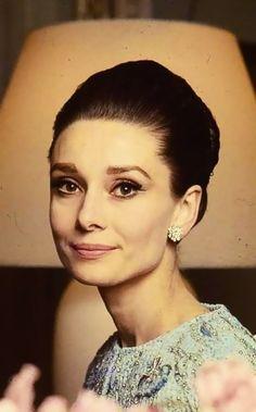 Audrey Hepburn mais velha, mas maravilhosa