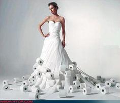 Ángel Alarcón, ideas para una boda creativa. Vestido de novia con papel higiénico. // Angel Alarcon, creative ideas for wedding