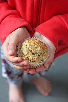 Healthy Meals For Kids Delicious oat muffins with no added sugar or honey; sweetened naturally with banana, avocado and apple sauce! Great for baby led weaning and older kids too! Healthy Cookies For Kids, Healthy Eating For Kids, Healthy Muffins, Healthy Snacks, Healthy Drinks, Healthy Living, Easy Meals For Kids, Toddler Meals, Kids Meals