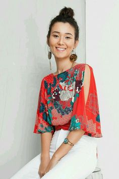 Love the colors, print & open sleeve. (Longer & closed back is a must - another pic showes it open) Fashion Mode, Boho Fashion, Womens Fashion, Fashion Design, Fashion Trends, Casual Chic, Summer Outfits, Cute Outfits, Bohemian Mode