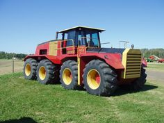 Versitiel 8 wheeler ~ Big Roy Not a John Deere but pretty awesome Antique Tractors, Vintage Tractors, Agriculture Tractor, Farming, New Holland Agriculture, New Tractor, Tractor Mower, Big Tractors, Tractor Pulling