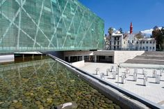 Museum of Memory and Human Rights, Santiago, Chile. Modern Buildings, Modern Architecture, City Drawing, Museum Art Gallery, Memorial Museum, Architectural Section, Facade Design, Water Features, Human Rights