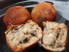 Croquetas de berenjenas y gambas Finger Food Appetizers, Finger Foods, Eggplant Recipes, Mini Foods, Spanish Food, Sweet And Salty, Seafood, Food And Drink, Yummy Food