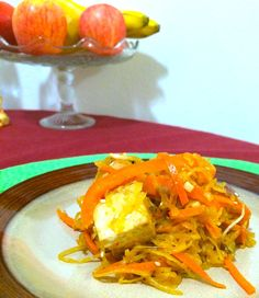 A lighter, healthier, gluten-free take on the takeout favorite! A knock-out spaghetti squash chow mein recipe. By Jessie Brown Easy Dinner Recipes, New Recipes, Easy Meals, Healthy Recipes, Spaghetti Squash Noodles, Spaghetti Squash Recipes, Chow Mein, Chow Chow, Chinese Food