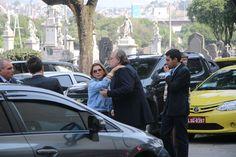 Familiares e amigos vão ao velório de Ivo Pitanguy no Rio de Janeiro
