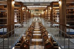 This series shows us the National Library of France, more commonly called the BNF by its users, from a point of view that few have the chance to know: a totally empty library.