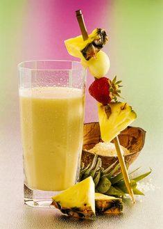 Gesundes Smoothie-Rezept für einen leckeren Ananas-Smoothie - hat wenig Kalorien. www.ihr-wellness-magazin.de