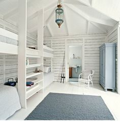 Beautiful coastal bunk rooms with seaside touches. Coastal beach house bunk rooms with nautical style. Bunk Beds Built In, Kids Bunk Beds, Bunk Rooms, Attic Rooms, Style At Home, Fashion Room, Home Fashion, Beach House Decor, Home Decor