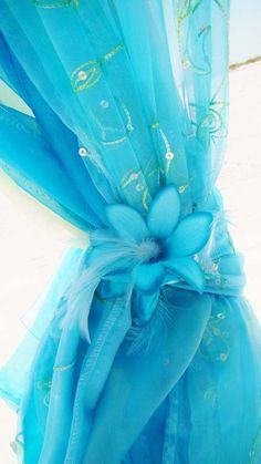 Turquoise is not only one of the best colors, refreshing and awakening, it's perfect for a beach wedding! We've already told you about blue beach weddings but I think that turquoise is worth mentioning separately. Carribean Wedding, Blue Beach Wedding, Dream Wedding, Beach Weddings, Summer Wedding, Wedding Themes, Wedding Colors, Wedding Decorations, Wedding Ideas