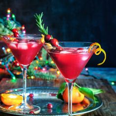 Cranberry rosemary citrus martini - bring on the holiday spirit by shaking up these bright and cheerful, rosemary infused, citrus martinis. Christmas Martini, Christmas Cocktails, Holiday Drinks, Christmas Eve, Xmas, Cranberry Martini, Peppermint Martini, Rosemary Simple Syrup, Smoked Cheese