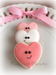 Find best ideas / inspiration for Valentine's day cookies. Get the best Heart shaped Sugar cookies for Valentine's day & royal icing decorating ideas here. Fancy Cookies, Iced Cookies, Cute Cookies, Royal Icing Cookies, Cupcake Cookies, Sugar Cookies, Cookies Et Biscuits, Fondant Cupcakes, Boys Cupcakes