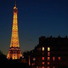 Paris by night like from the old movies #paris #france #eiffeltower #night #citybynight #paryż #europe #europetrip #beautifuldestinations #beautifulcity #view #perfectview #autumn #goodnight #oldmovies #postcard #europe_gallery #architecture #architecturelovers #travelphotography #paris #travel #wanderlust #podróże #instatravel #travelling #travelblogger #travelblog #polishgirl #aroundtheworld