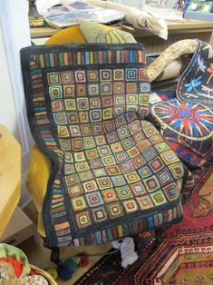square-in-a-square is always a simple, effective design element. Rug Hooking Designs, Rug Hooking Patterns, Wooly Bully, Locker Hooking, Rug Inspiration, Hand Hooked Rugs, Manta Crochet, Braided Rugs, Geometric Rug