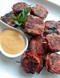 Salchichas con tocino con salsa de chipotle  www.pizcadesabor.com